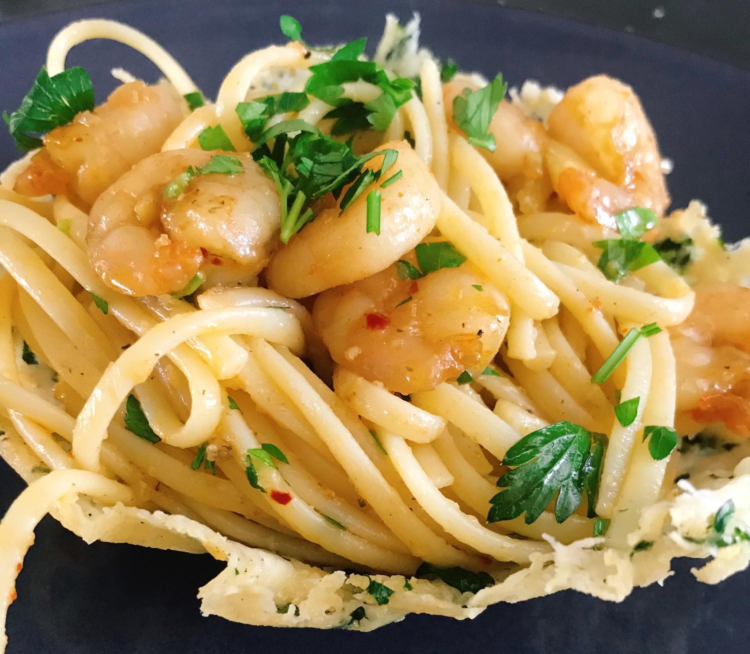 Photo of Josephine's Cucina : Parmezaan bakje met alio olio, garnalen en venkel