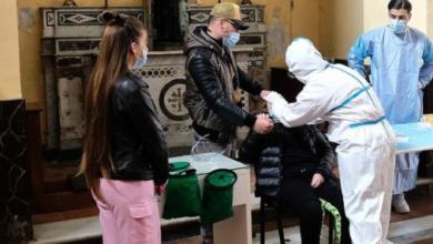 Photo of Napolitanen doneren gratis Covid19 sneltests in arme buurten