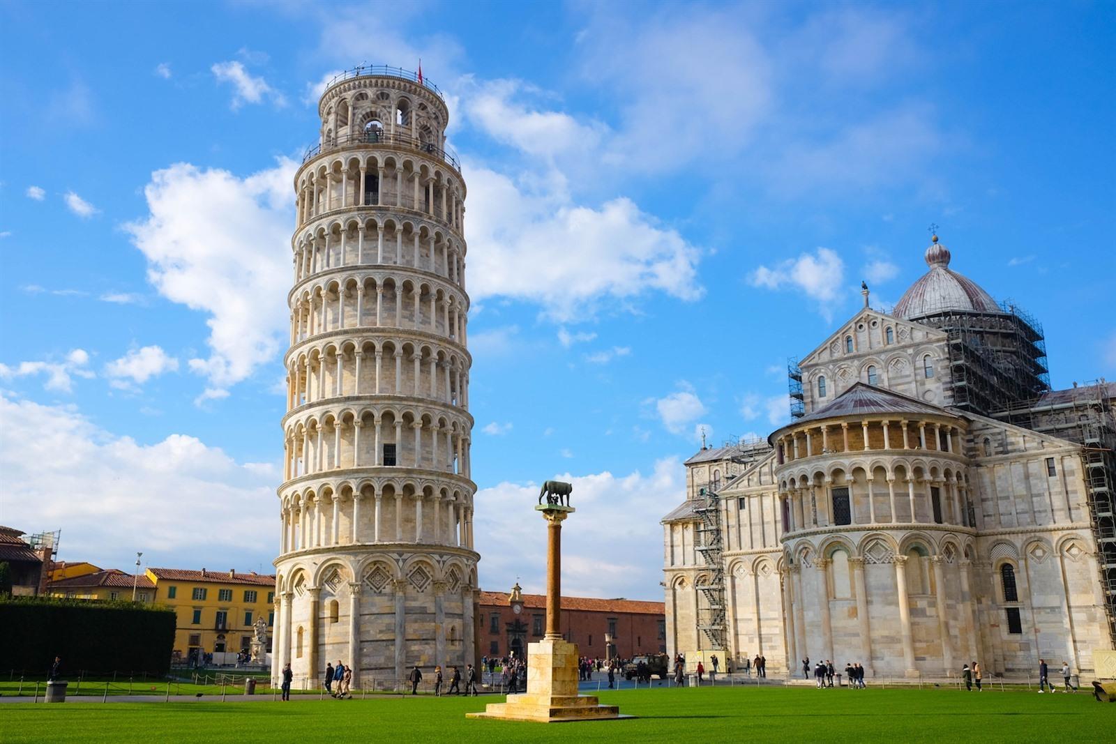 Photo of De scheve toren van Pisa..iets minder scheef !